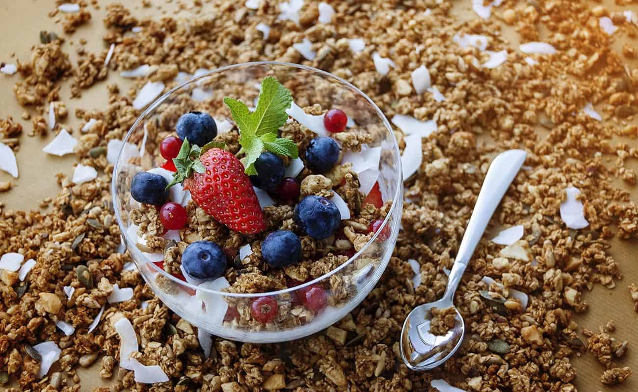 Kids granola with berries